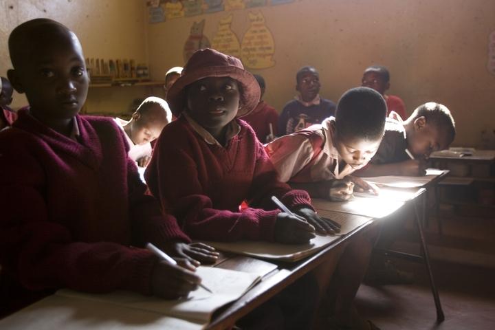 02_Emanuele_Spano_Zimbabwian_Children_on_Street
