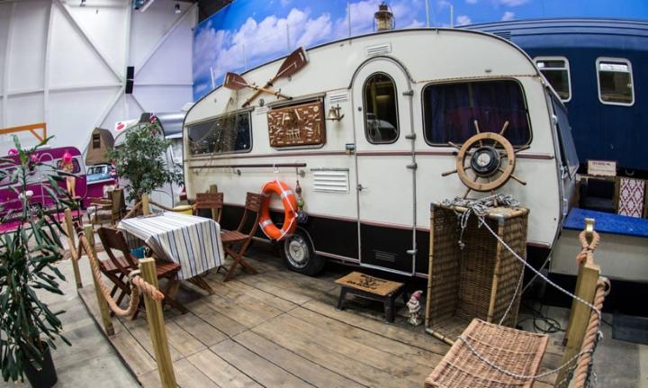 basecamp-an-indoor-vintage-campground-hostel-09