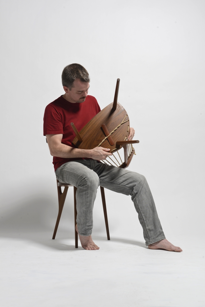 Chair 3 feet Ricardo Graham Ferreira social magazine-05 design
