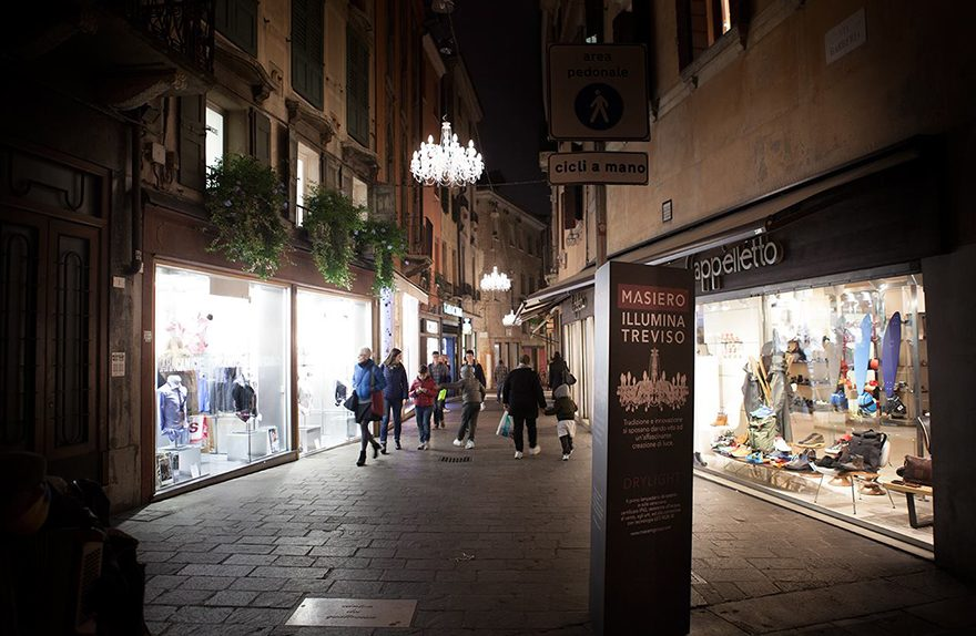 Christmas lights for Treviso, Masiero installs Drylight center: the only patented lamp for outdoor.