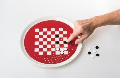 """piatto-gadget """"Eat & Play"""" design Paolo Benevelli"""
