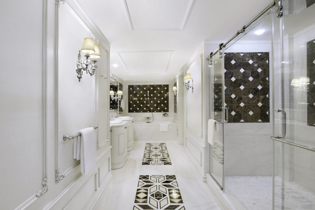 White and gold bath in the Presidential Suite