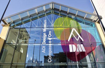 Fachada de vitral do ADI Design Museum